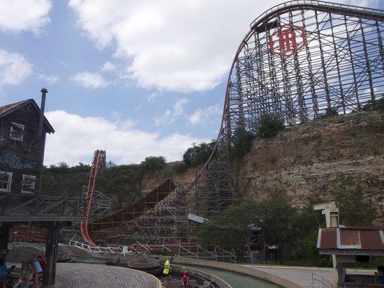 Six Flags Fiesta Texas: Iron Rattler