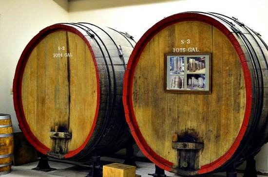 Stone Hill Winery: barrels from a church during prohibition