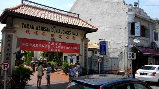 Jonker Street : Jonker 88 next to park with strongman statue