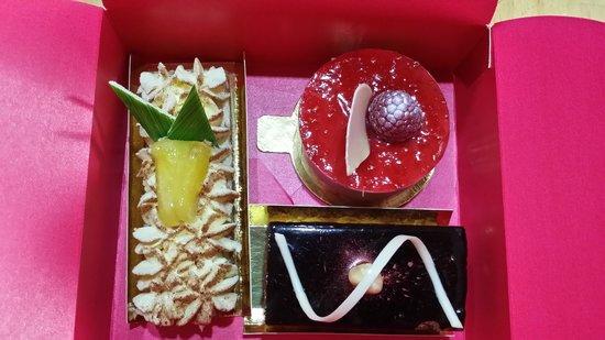 Julien Plumart Boutique: A selection of cakes