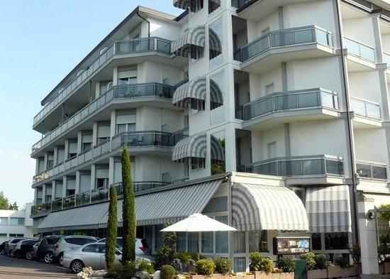 Hotel Terme Villa Pace: Panoramica fronte strada 1