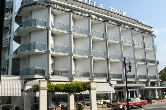 Hotel Terme Villa Pace: Panoramica fronte strada 2
