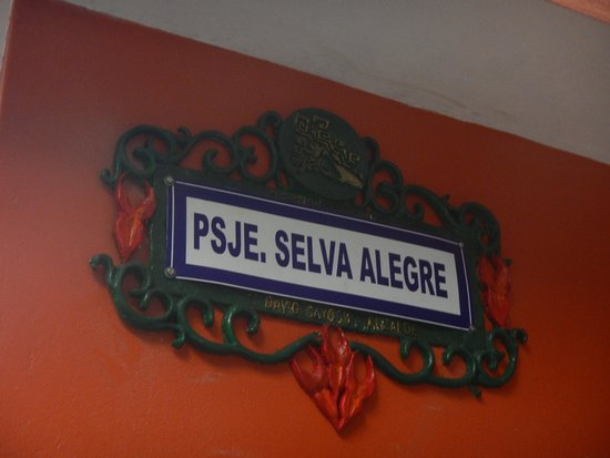 Marco Wasi Hostel: The pretty street sign