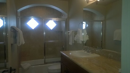 Andreas Hotel & Spa : Large bathroom