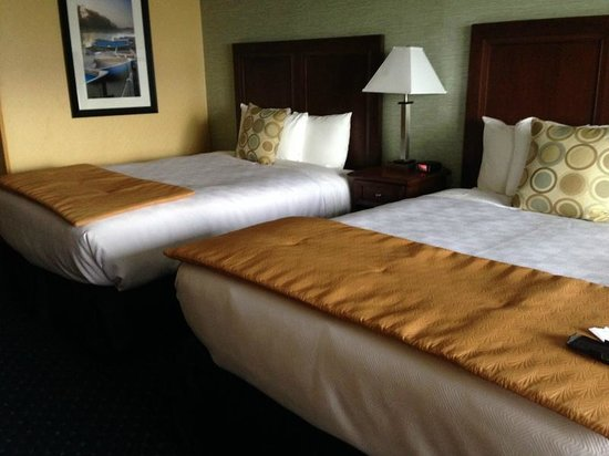 Fairfield Inn & Suites Brunswick : View of the beds in the room