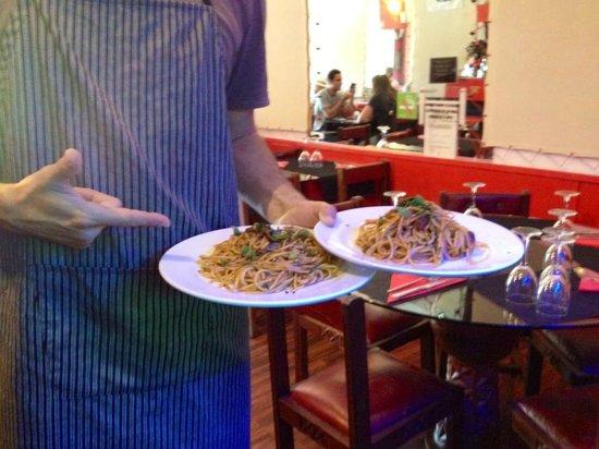 La Tratto Sitges: Spaghetti alla Puttanesca....