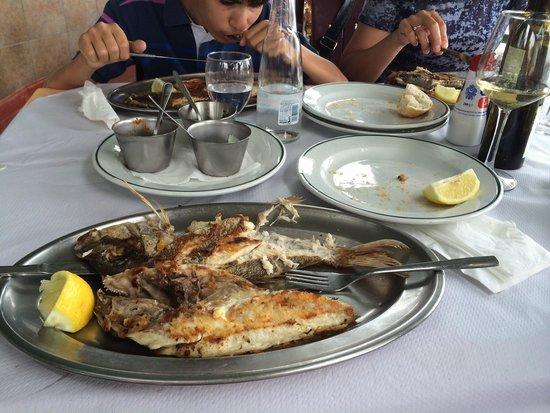 Restaurante Los Abrigos: Вкусная свежая рыба. Хорошо провели время в ожидании рейса с южного аэропорта.
