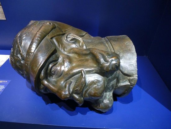 Musée historique de la Ville de Strasbourg : Kaiser Bill's crushed head.