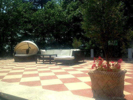 The Claridges Nabha Residence, Mussoorie: sit outs
