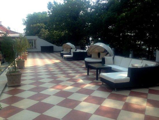 The Claridges Nabha Residence, Mussoorie: entrance