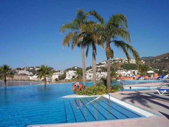 Playacalida Spa Hotel: Infinity Pool
