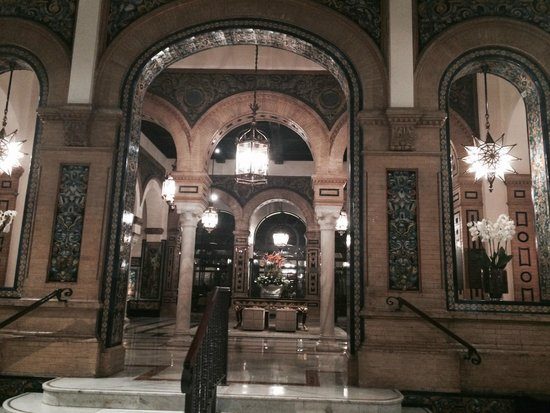 Hotel Alfonso XIII, A Luxury Collection Hotel, Seville: gorgeous lobby, much history here!