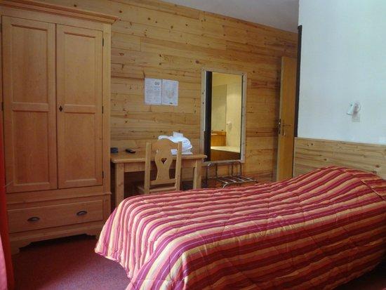 Hotel Restaurant Castillan : une chambre