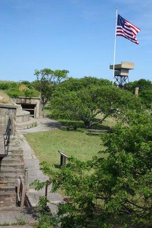 Miss Hampton II Cruises: Fort Wool