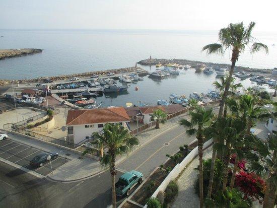 Golden Coast Beach Hotel : harbour next to hotel