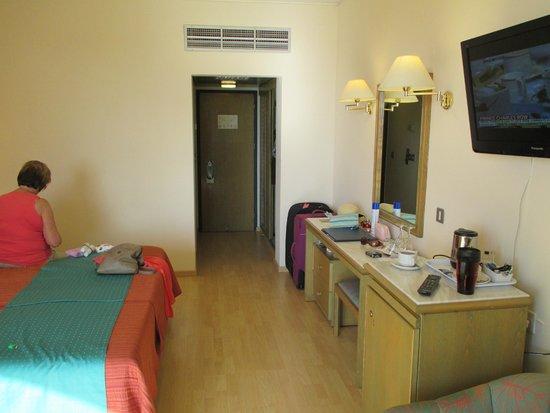 Golden Coast Beach Hotel : room 402