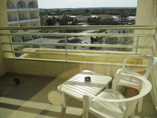 Golden Coast Beach Hotel: room 402