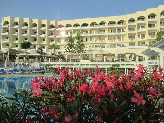 Golden Coast Beach Hotel: hotel