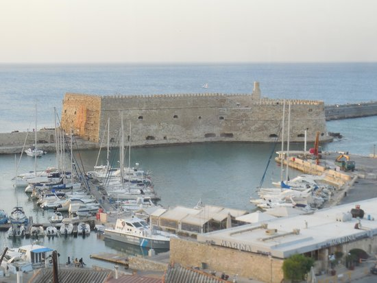 Lato Boutique Hotel: View of Venetian fortress from hotel roof garden