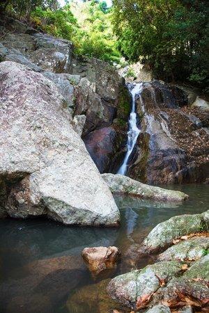 Na Muang Waterfall: 2