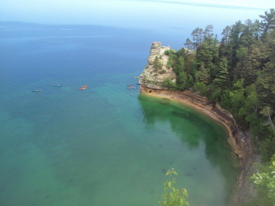 Miners Castle Rock: Shoreline