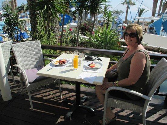 Golden Coast Beach Hotel: breakfast