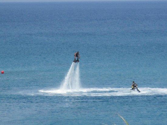 Golden Coast Beach Hotel: water sports
