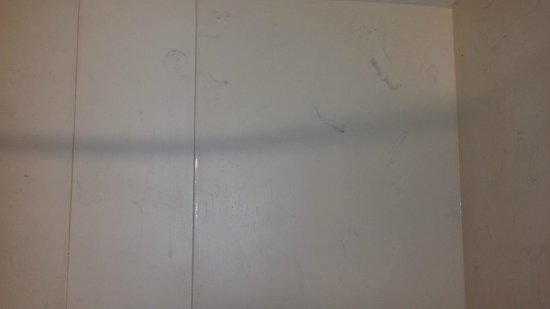 "Hampton Inn Atlanta-Perimeter Center: ""dirty"" looking shower"