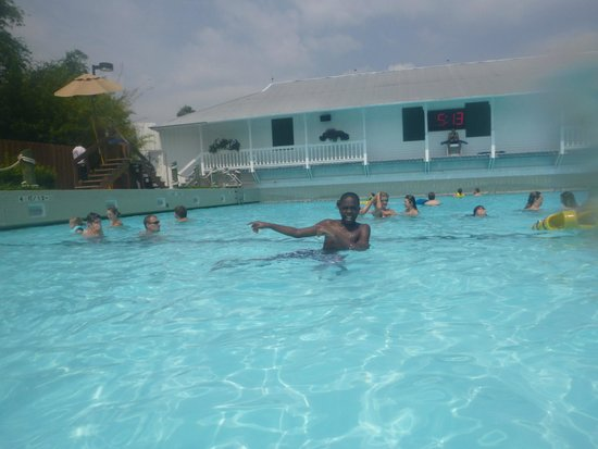 Adventure Island : Oldest son in the wave pool