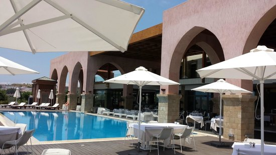 Boutique 5 Hotel & Spa: More hotel arches by day