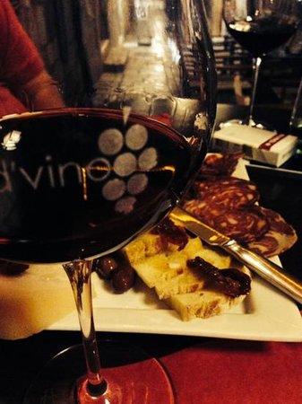D'vino Wine Bar : vinho e embutidos
