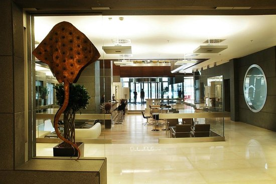 Point Hotel Barbaros: Lobby & After 6 Bar