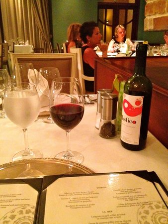 Iberostar Grand Hotel Rose Hall: Wine at Surf & Turf