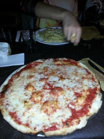 Grazie a Dio e Venerdi: Pizza Marghertia e spaghetti alla carbonara