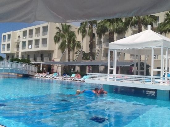 La Blanche Resort & Spa : part of the pool