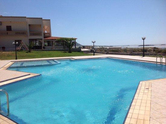Panorama Hotel : lovely pool overlooking sea