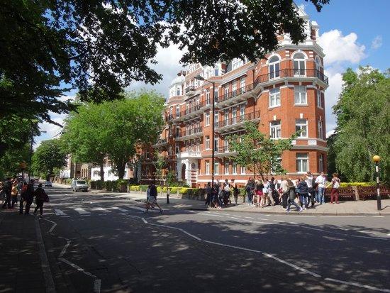 Abbey Road : レコードジャケットの横断歩道