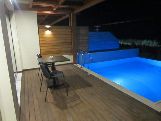 Boutique 5 Hotel & Spa : Med suite balcony at night