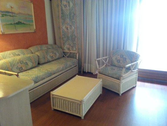 Poiano Resort Hotel: salotto con divano letto