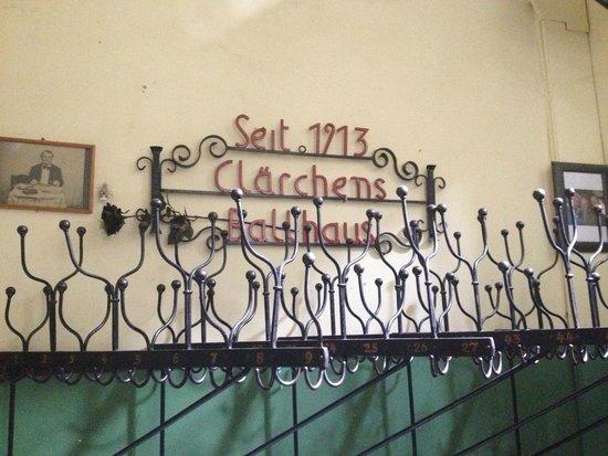 Clarchens Ballhaus Mitte: hangers
