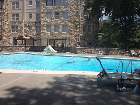 The Elms Hotel and Spa: Outdoor Pool