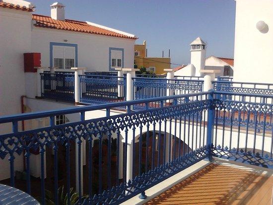 Patios da Vila- Boutique Apartments: Ausblick vom Balkon auf die Gallerie (Zugang zu den anderen Apartments)