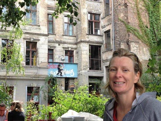 Clarchens Ballhaus Mitte: munki