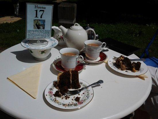 Pettigrew Tea Rooms: Afternoon tea and cake.
