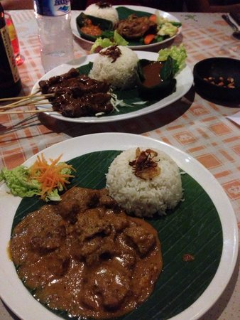 The Smiling Frog: Beef Rendang, Sate Beef. Excellent taste!