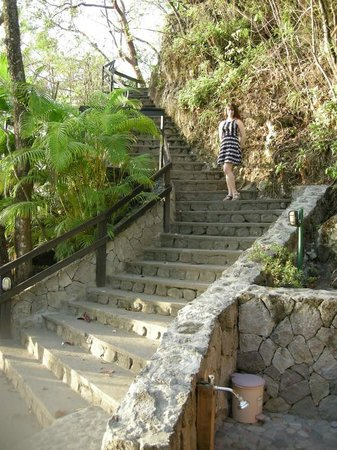 Anse Chastanet: Steps from the beach up to the hotel