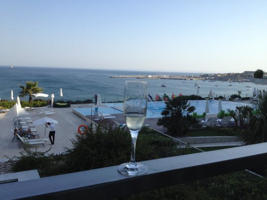Hotel Cascais Miragem: Toasting this beautiful view
