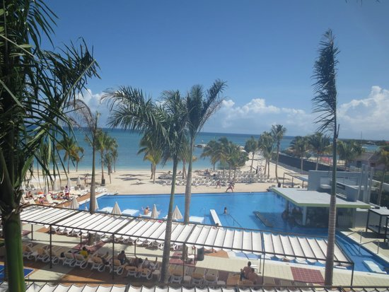 Hotel Riu Palace Jamaica: View below from balcony
