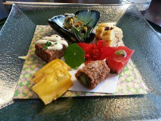 Unkai Restaurant: Vorspeisenteller mit verschiedenen guten Sachen