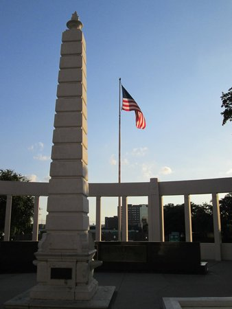 Dealey Plaza National Historic Landmark District : Monument